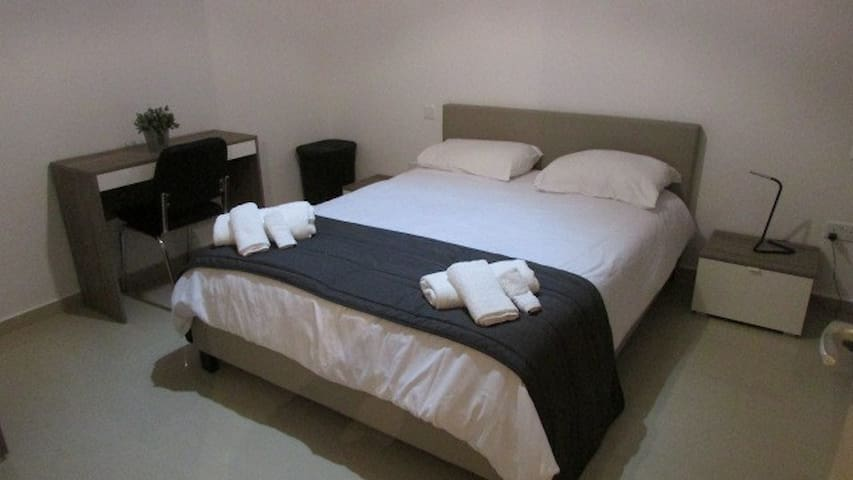 Bedroom 1: Double - Viscolatex mattress for a comfortable night's sleep