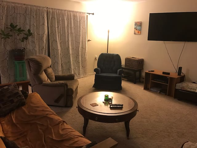 Clean Quiet Room in Large South Burlington Condo - South Burlington - Appartement
