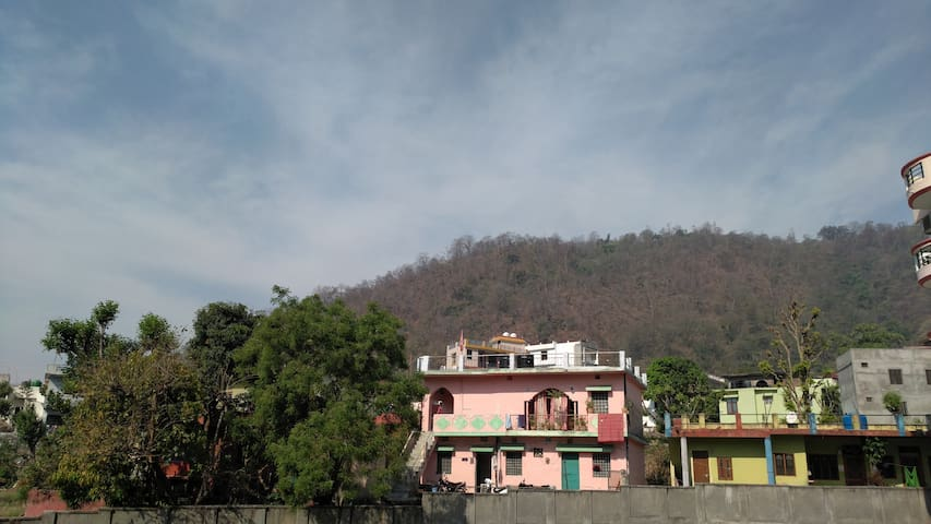 Entire Apartment with kitchen with hill view - Rishikesh - Lägenhet