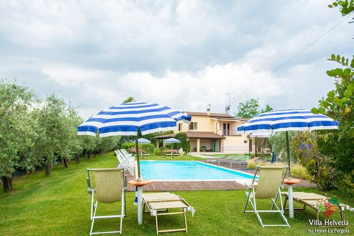 Villa Helvetia con Piscina