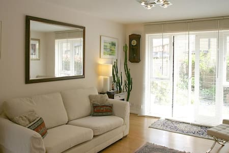 Spacious, private ground floor apartmet sleeps 3 - Berkhamsted - Wohnung