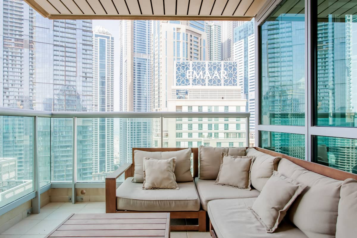 Overlook the Dubai Skyline from Luxury Marina Walk Apartment