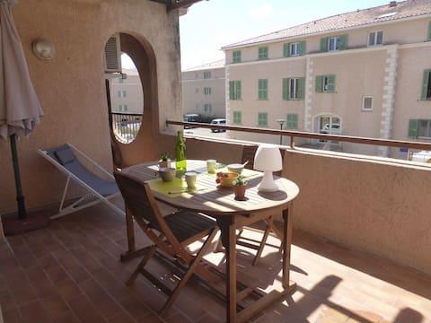 Appartement T2 plein cœur St Florent avec terrasse