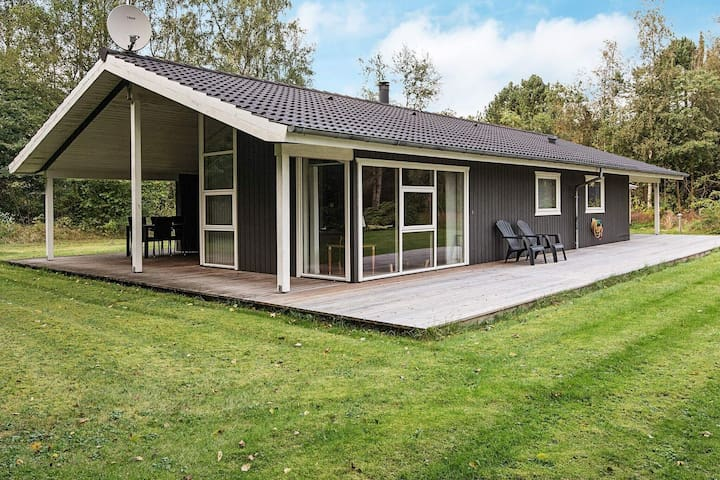Snug Holiday Home in Ans with Terrace