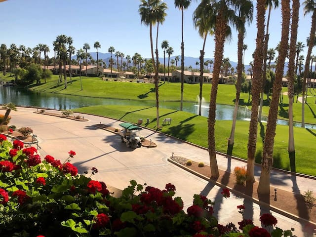 Desert oasis getaway on golf course