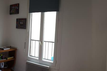 Chambre double privée proche Montmartre - Париж - Квартира