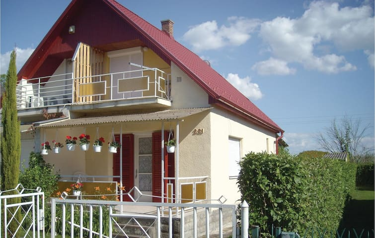 Semi-Detached with 2 bedrooms on 50m² in Balatonlelle
