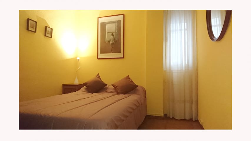 ROOM in CENTRAL HOUSE in VALENCIA.-