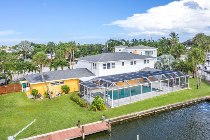 Dolphin Cove -5 bed, 3.5 bath pool home on River