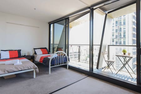 Welcome Home, Traveler. Best location in Melbourne CBD with walking distance to places in the city. What would be provided is more than just accommodation A throughout relaxation after whole day travelling is what we both want.