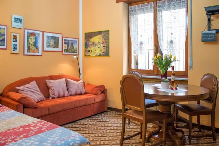 A casa di Nonna Mari, dolci e Wi-Fi!!! - Vimodrone - House