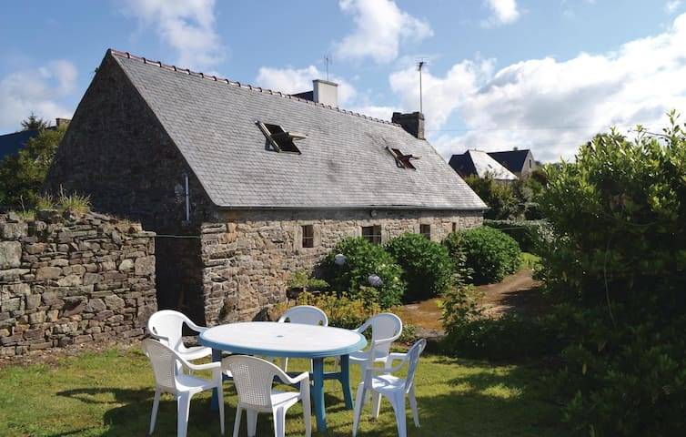 Holiday cottage with 3 bedrooms on 60 m² in Plozevet