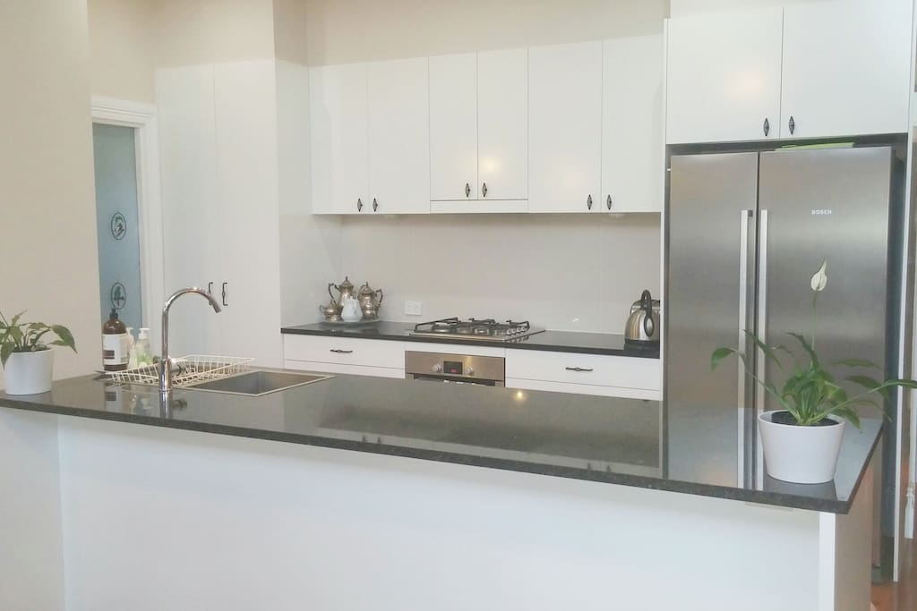 Kitchen fully-equipped with dishwasher, gas hotplates, oven, appliances, coffee machine, crockery, glassware and cutlery