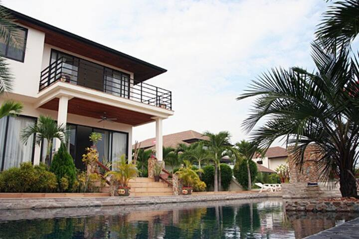 VIP 4 bdrm/5 bathrm Pool Villa, Safe & Healthy