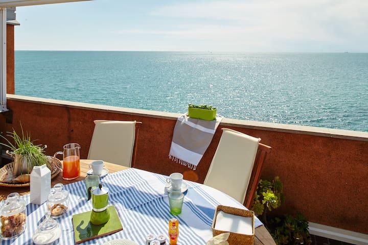 """Attico sul mare """"La Gabbianella"""""""