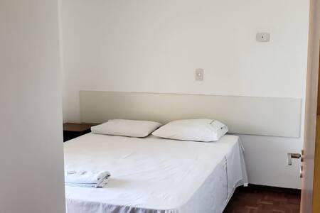 Apartamento Casal (603) Av. J.K com Higienópolis.
