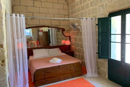 The Cittadella, a beautiful room in Ghasri, Gozo