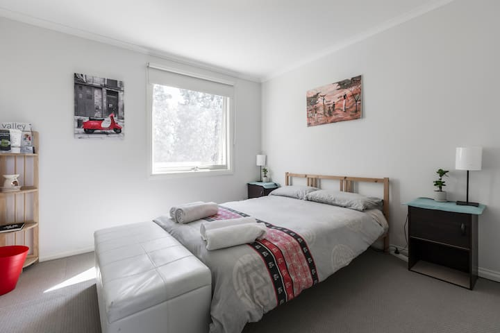 Cosy house near public transport - Essendon - House
