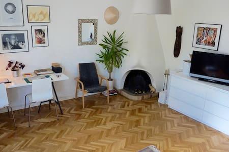 Nice large room w/ free parking - Stockholm