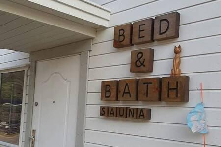 Gryllefjord guestroom Bed & Bath *Senja*