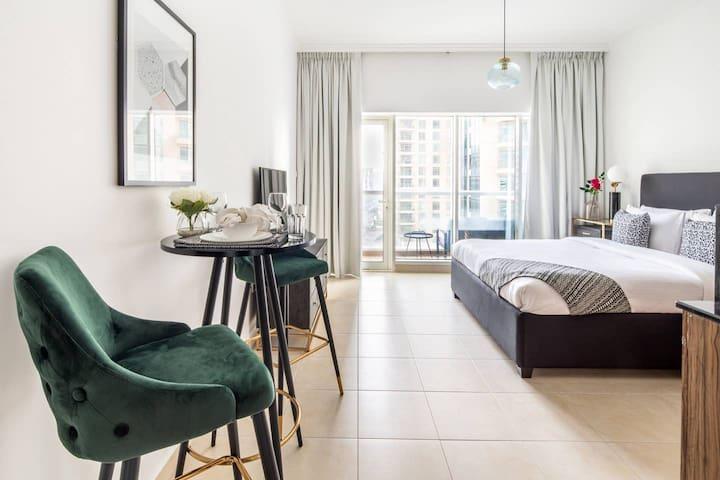 Modern Rustic Studio Apartment in Downtown Dubai