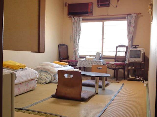 Showa retro Japanese-Style Room / Shared Bathroom - Hakodate-shi - Penzion (B&B)