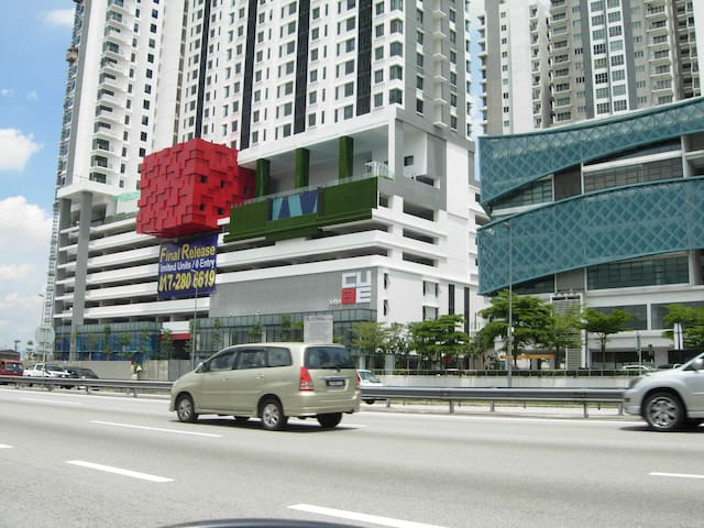 Elegant Studio CUBE@ONE SOUTH -Free WiFi & Carpark