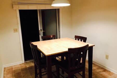 Clean and cozy private room/Habitación acogedora - Goose Creek