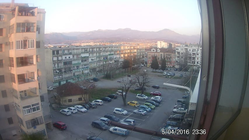 Fun & Friendly Uncomplicated  bed & Ready - Podgorica - Apartment