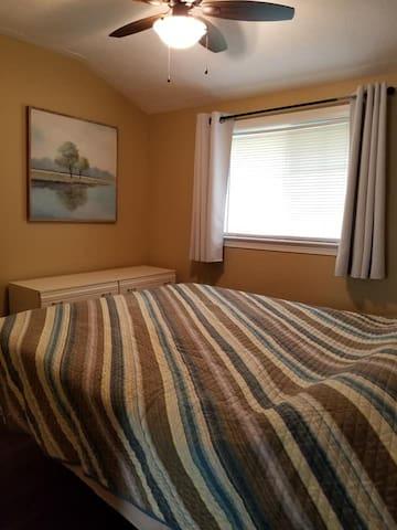 Main Bedroom (sleeps 2)