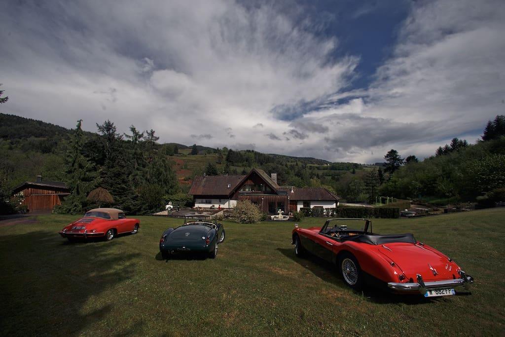 La villa et les véhicules anciens qui peuvent être loués en supplément