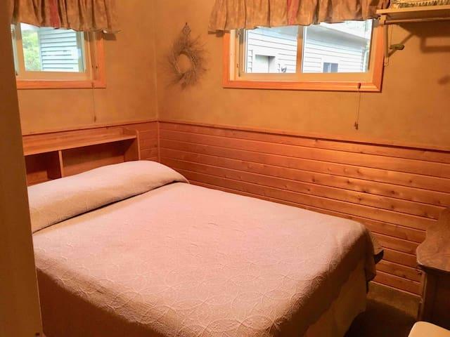 Bedroom two/Full