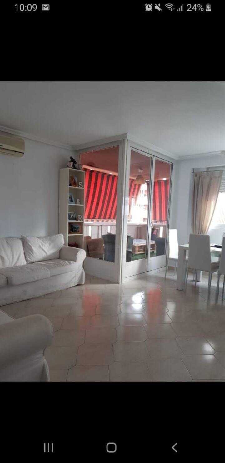 Habitación individual con baño privado.