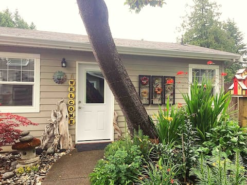 Arbutus Cottage: Private Self-Contained Cottage
