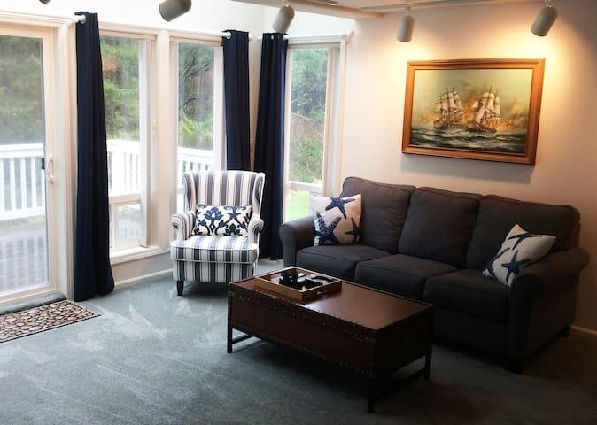 Seafarer Suite living room