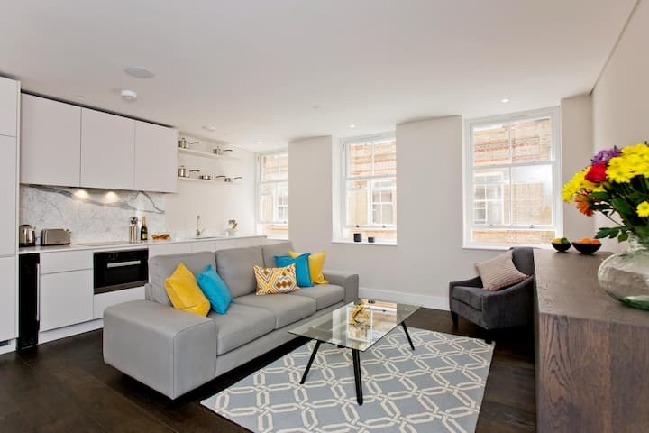 Stunning Covent Garden Flat with AC