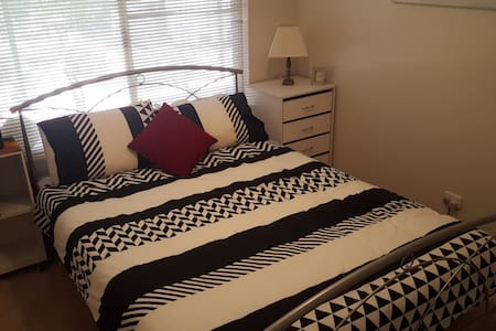 Comfortable private room with ammenities - Midvale - Casa