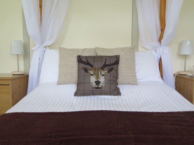 Symonds Yat Rock Lodge Four-poster - Hillersland - Aamiaismajoitus