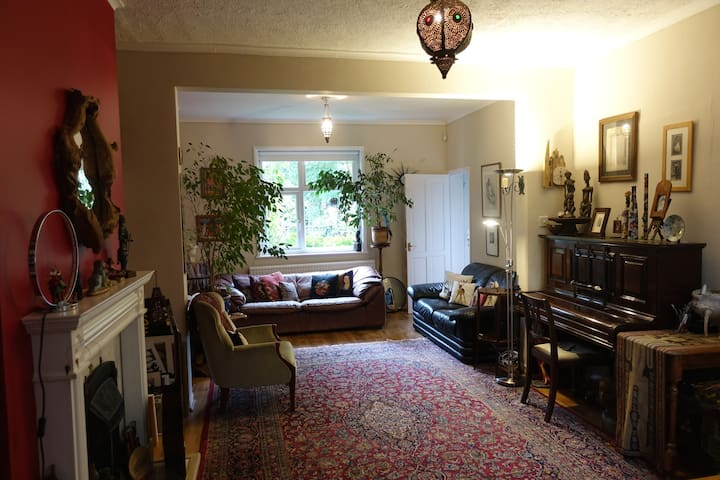 Beautiful cottage with garden in Cricklewood