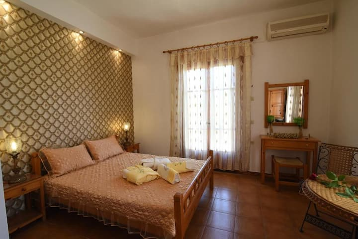 Skopelos Sunny Daze - Fully Equipped Master Suite