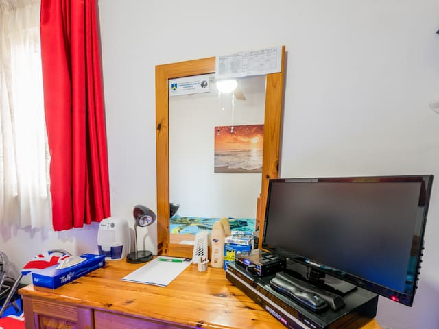 Study  area, free internet fibre power 250 mbps included during your stay.