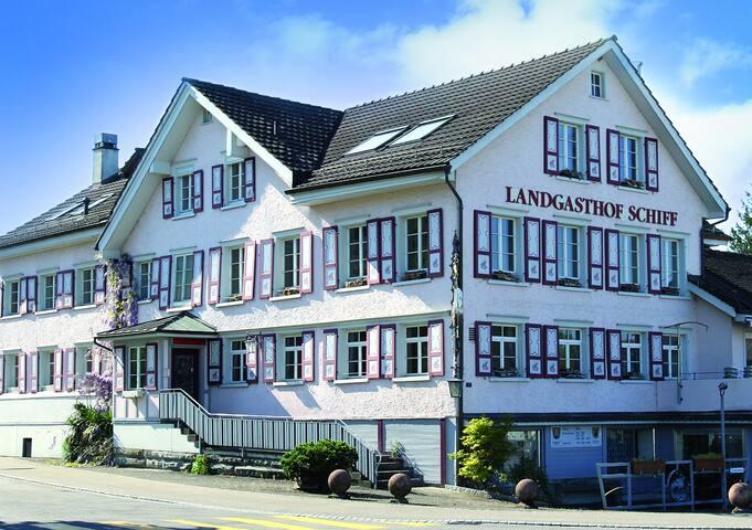Unterkunft in der Nähe vom Bodensee, St. Gallen - Thal - 家庭式旅館