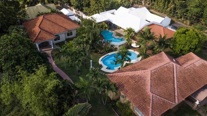 Stylish Cozy Villa /furnished/pool/lan/wifi/garden