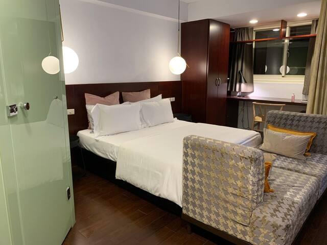 大安區東豐街30號-時尚的雙人套房跟你分享sharing downtow room with you