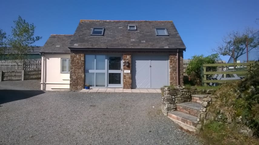 2 bedroom cottage in peaceful location near Bude