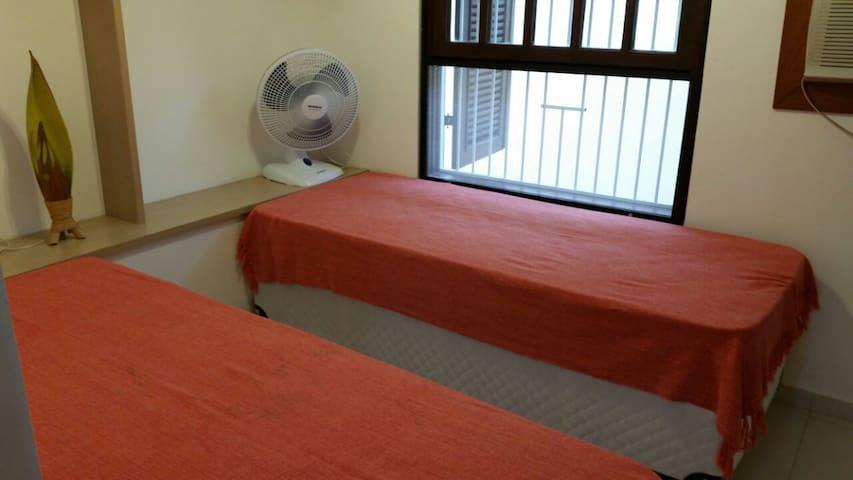 Suite 2 para 2 pessoas com 2 camas de solteiro