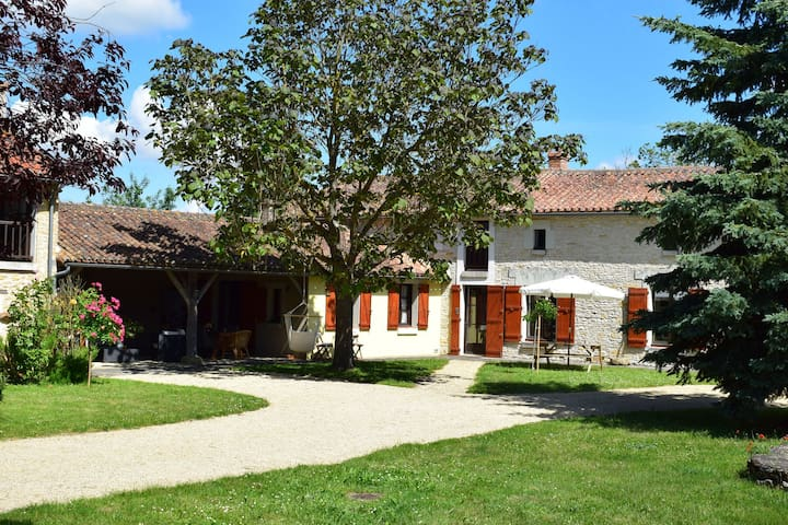 18th century farmhouse with spacious covered terrace, nearby Poitiers and Chinon