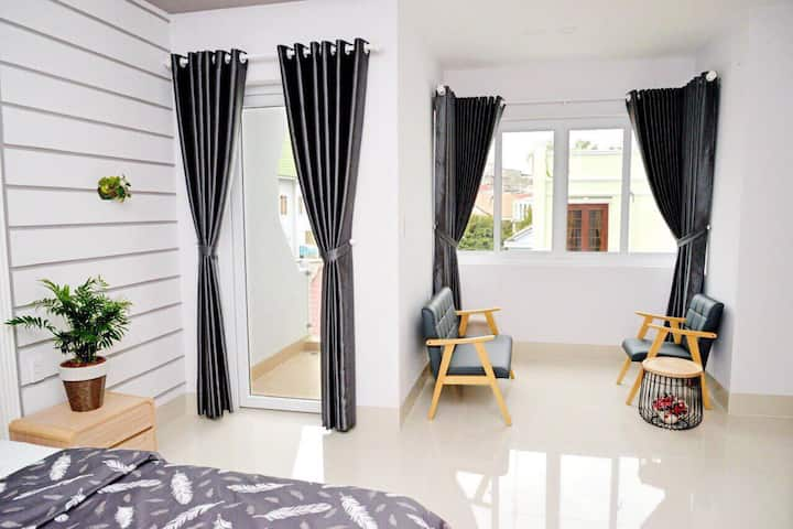 5 bedroom house, 3 minutes walk to Back Beach