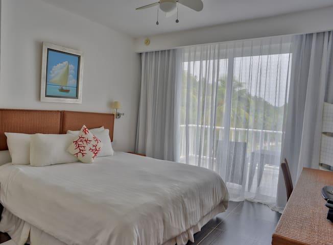 Luxury Ocean View Four Bedroom Apartment (XI-201)