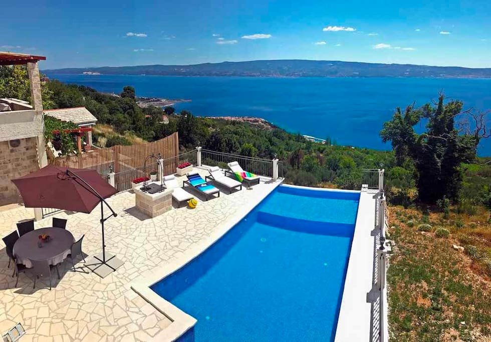 Terrace with Infinity pool & sea view